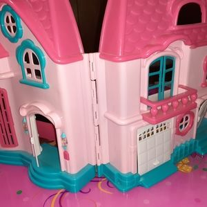 Pink dollhouse toy